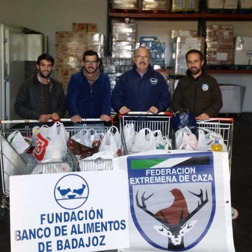 La Federación Extremeña de Caza dona 300 kilos de comida