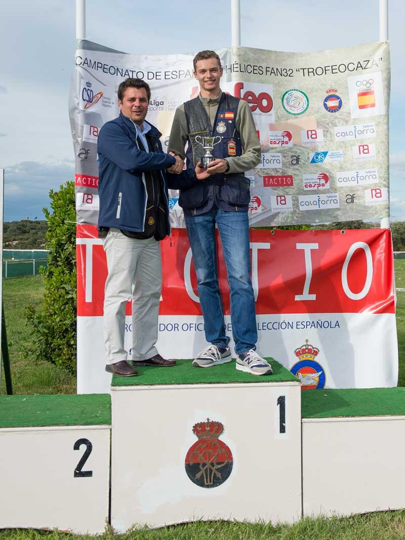 Jose Martí entrega el premio Junior a Javier Fernández