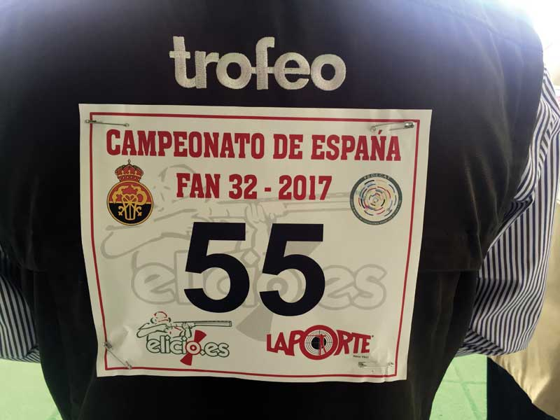 Dorsal con el que participó Rafael González de Trofeo Caza