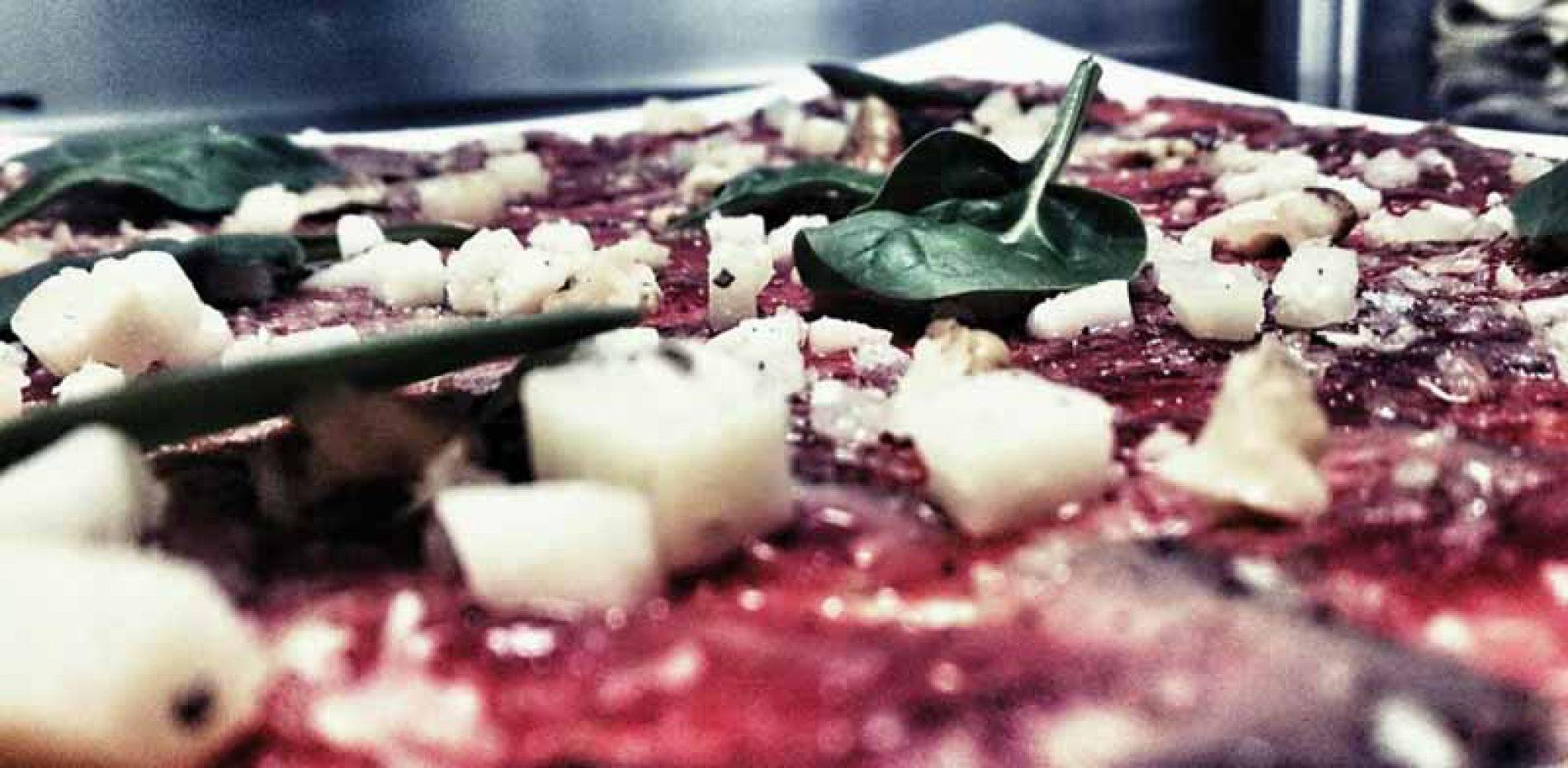 Receta de Carpaccio de jabalí, oloroso, queso payoya y hojas tiernas