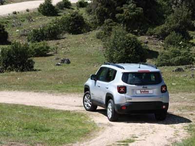 Jeep-Renegade-en-el-campo