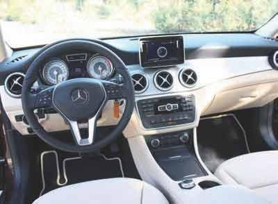 MERCEDES-GLA-220_interior-delantera