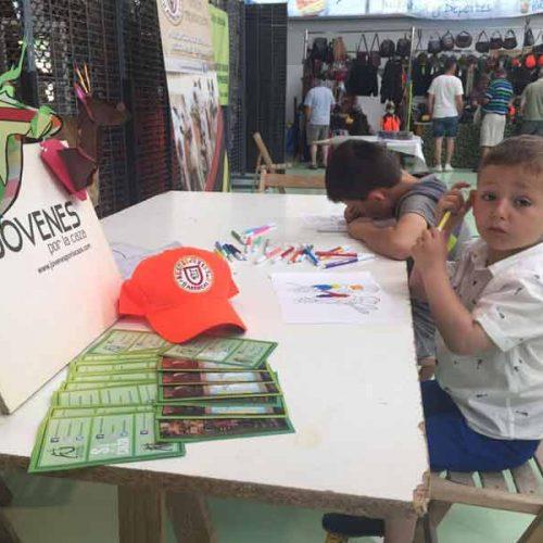 Jóvenes por la caza en la Feria de caza, pesca y vida rural de Briviesca