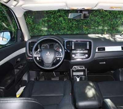 Mitsubishi-Outlander-int