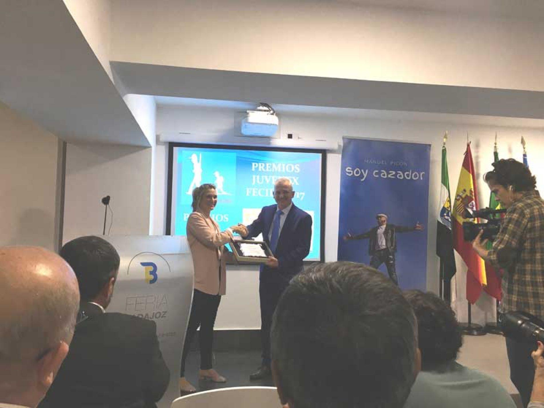 ADECACOVA recibe el premio nacional «Caza Social 2017» de la UNAC