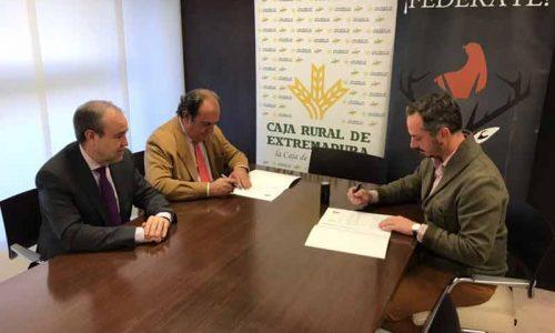 Caja Rural de Extremadura y FEDEXCAZA firman un convenio de colaboración