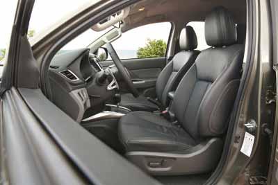 Mitsubishi-l200-interior-3