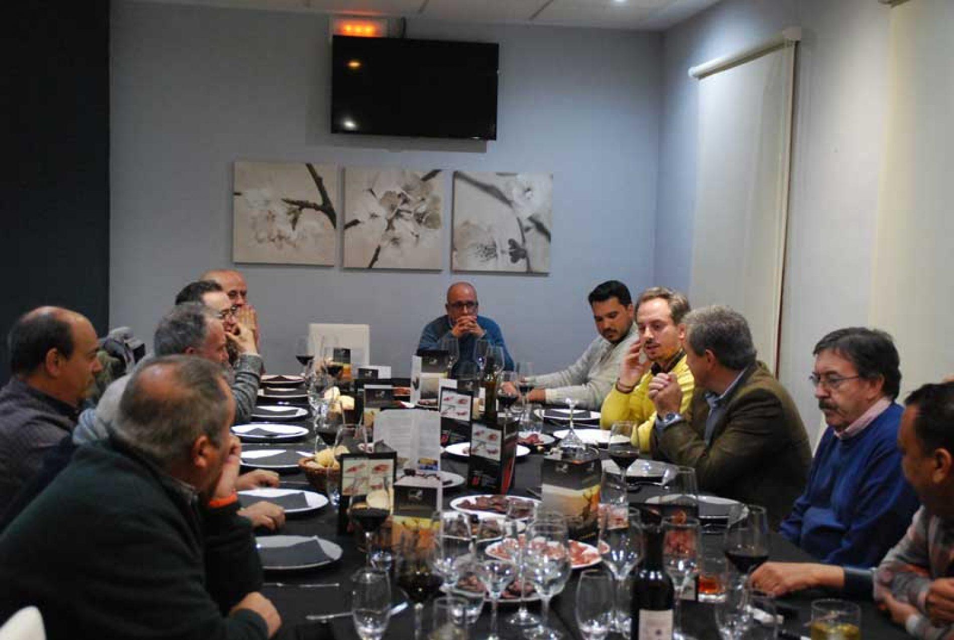 Las Tertulias de Caza llegan a más de 100 sociedades de cazadores de Extremadura