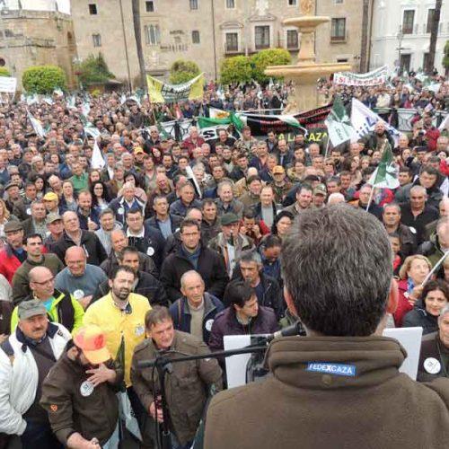 La concentración en apoyo de la caza reunió en Mérida a casi 6.000 mil personas