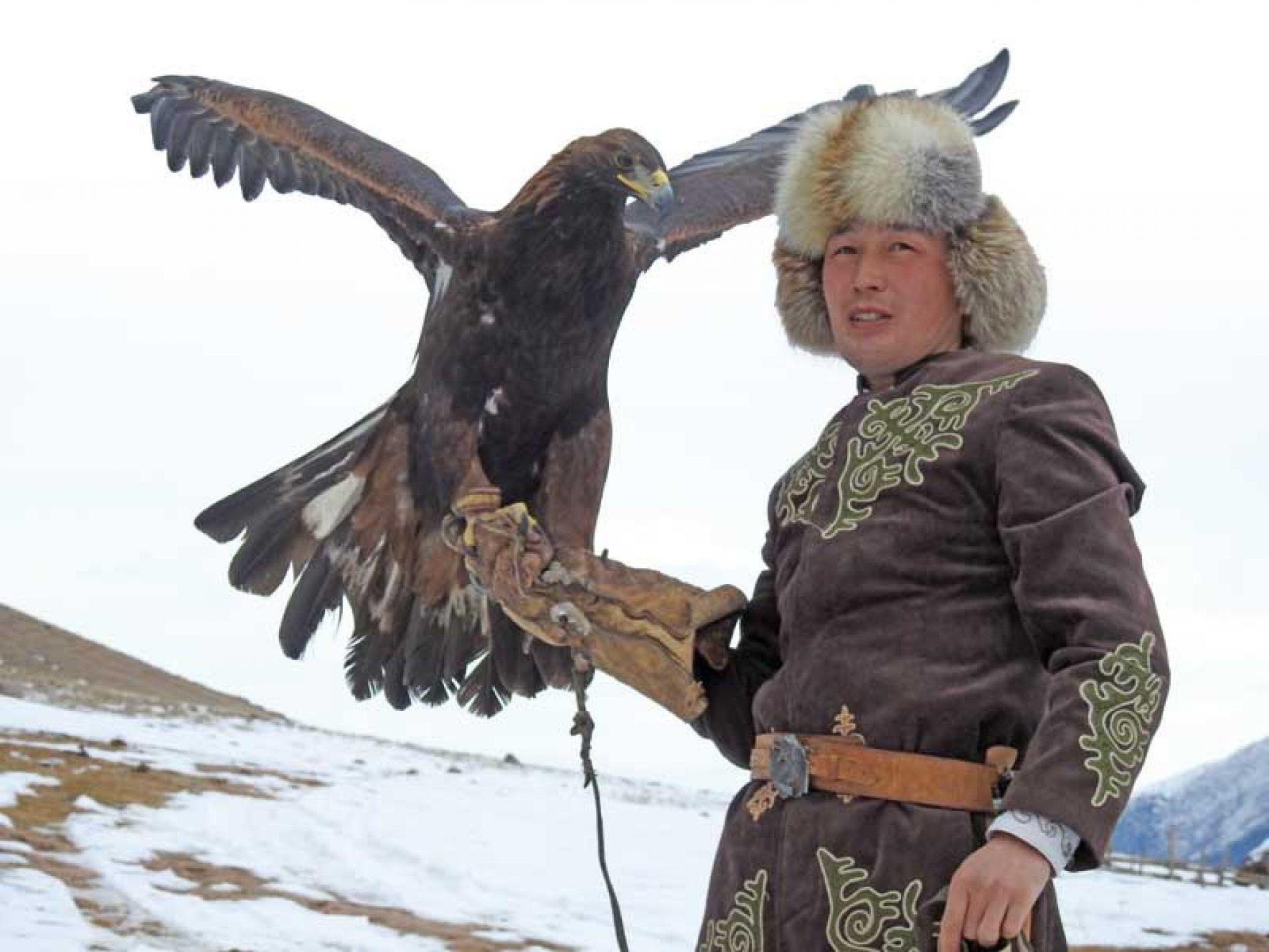 Cetrería y caza con águilas reales en Asia Central, una modalidad única en el mundo
