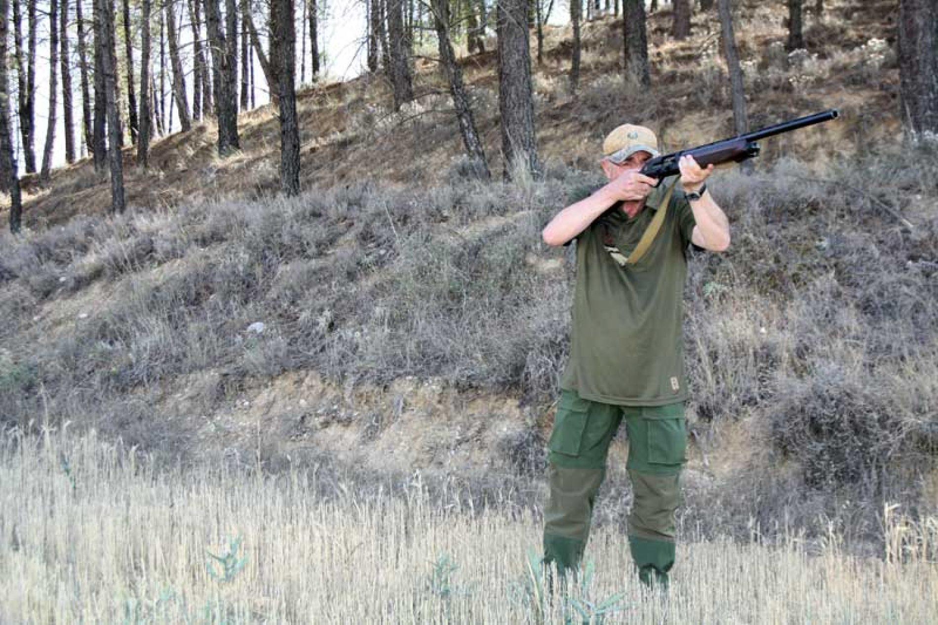 Ropa eficaz contra insectos, para descaste de conejos y media veda