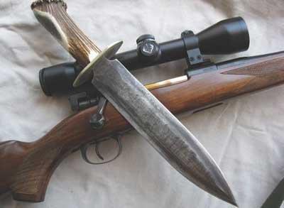 Manejo-de-armas-en-el-hogar-cuchillo-y-rifle