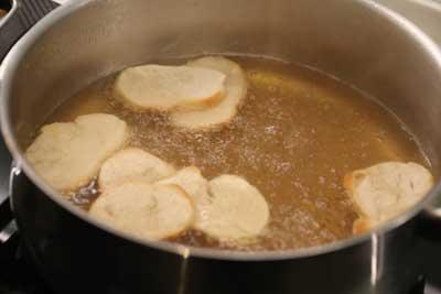 sopa-higado-de-corzo-pan