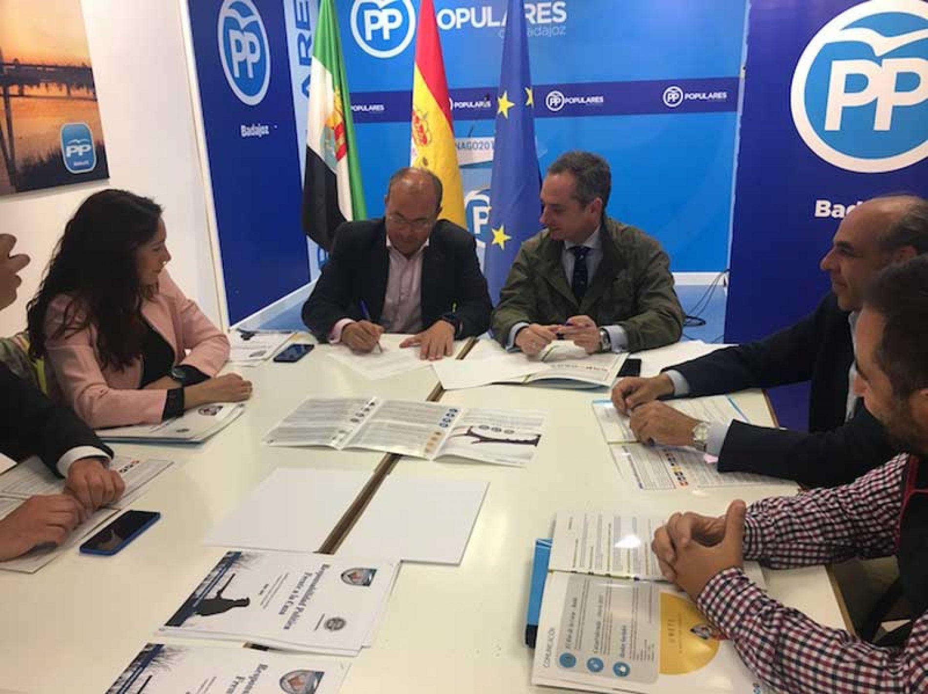 El PP firma el 'Decálogo por la Caza' planteado por la Federación Extremeña