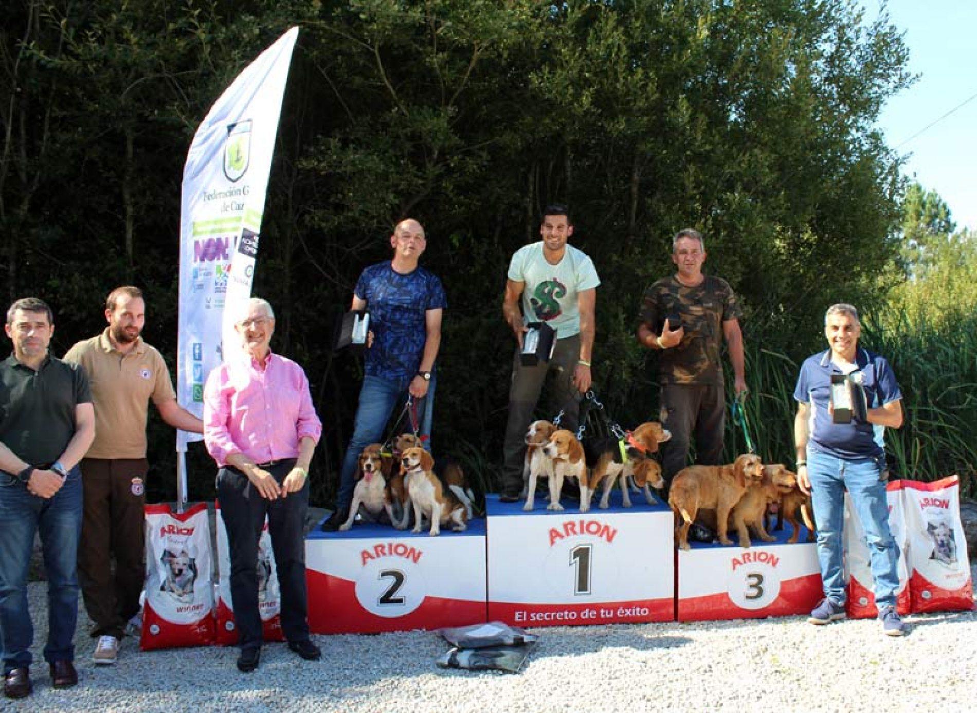 Miguel Aguión y sus beagles campeones de la VI Copa de España de Perros de Rastro sobre Conejo