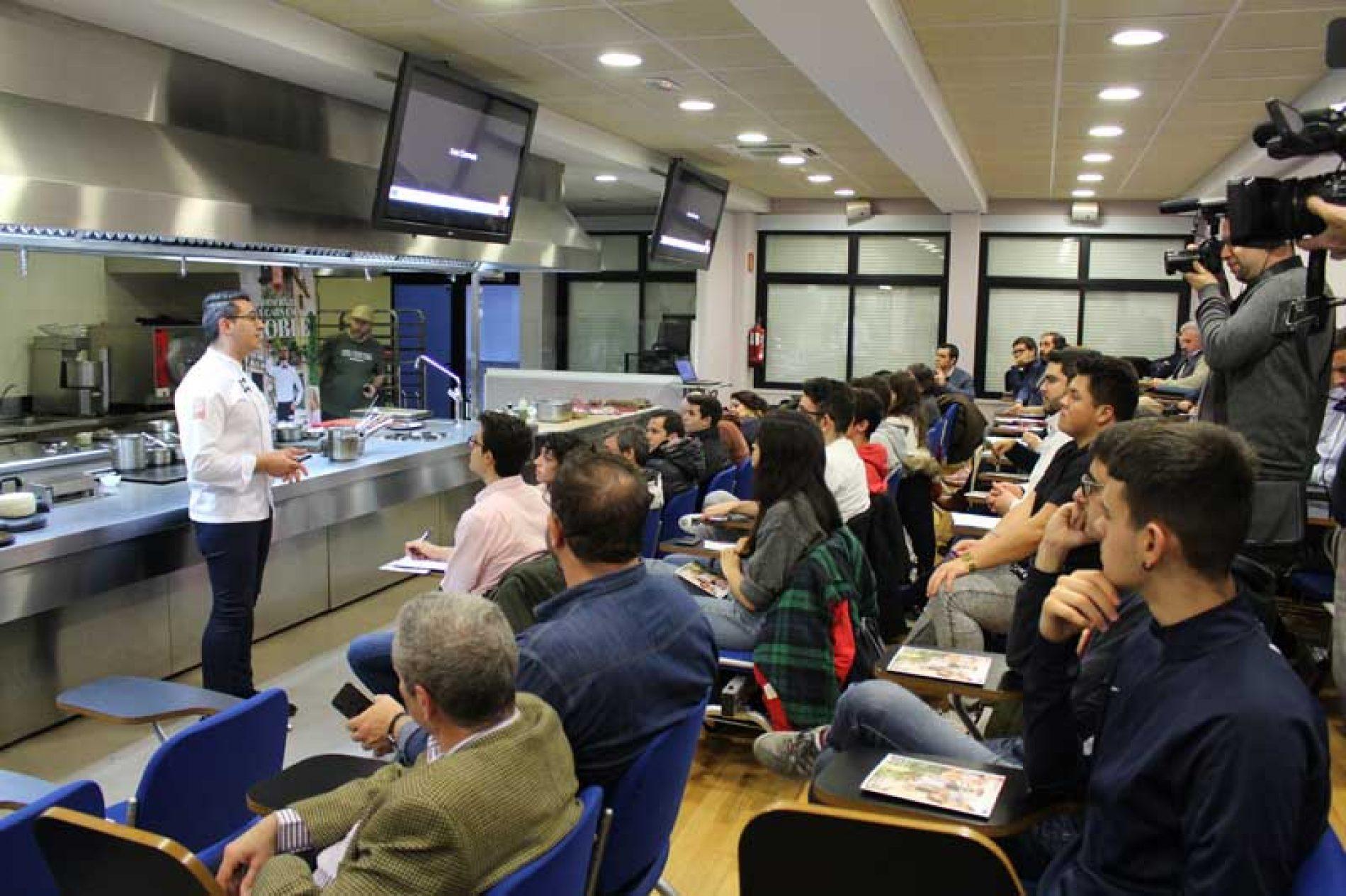 Los estudiantes de Hostelería y Turismo de Madrid descubren los secretos de la Carne de Caza