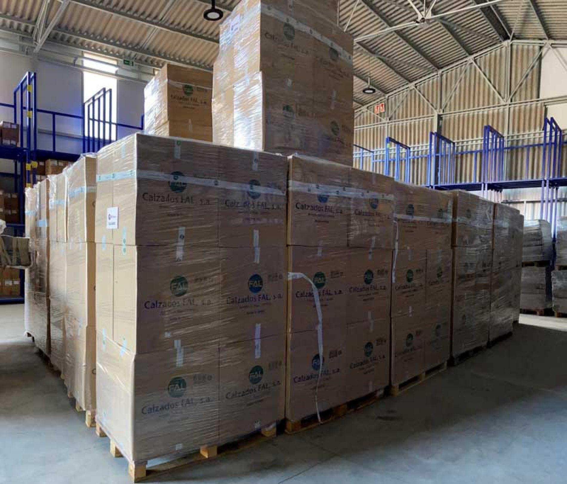 Calzados Fal dona 4.000 pares de calzado para las personas refugiadas