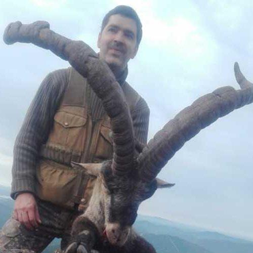 Alberto Monje consigue el récord de España 2019 de macho montés, abatido en Las Batuecas